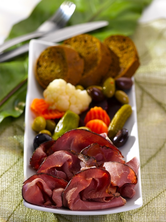 Montreal Smoked Meat with Veggies and Bread