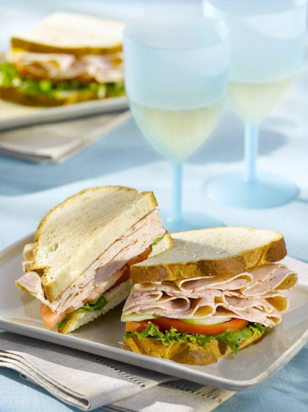 Cajun Chicken Sandwich with Drinks